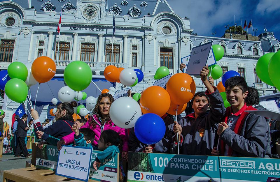 Entel / 100 Contenedores Para Valparaiso